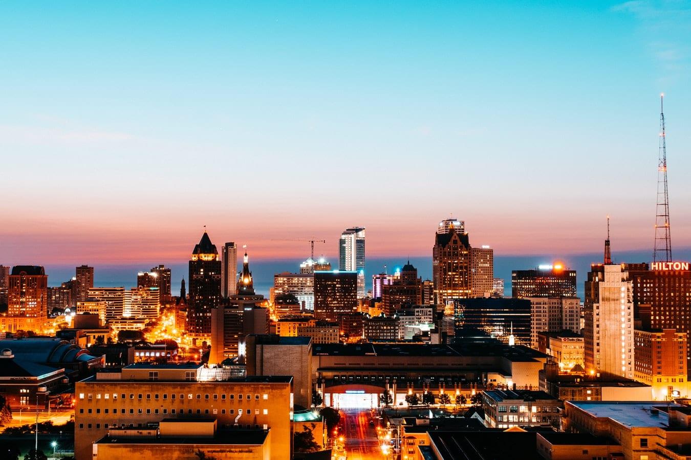 Milwaukee-Skyline-Tom-Barrett-Unsplash
