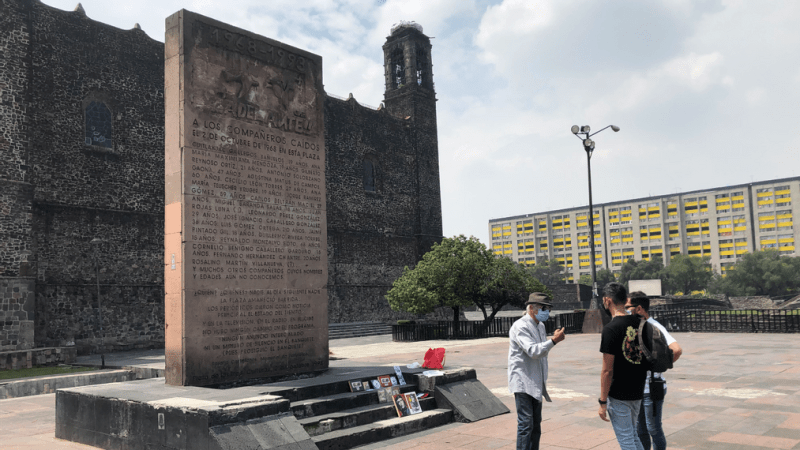 A memorial was built at the site of the tragedy. In front of it, a man narrates the events of Oct. 2, 1968, to a couple of visitors. (Julio Guzmán/Zenger)